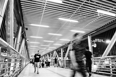 北京:两大火车站站前天桥完成景观提升