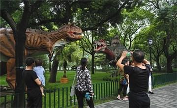 """""""恐龙""""亮相陶然亭公园"""